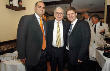monishh-pabrai-buffett-photo