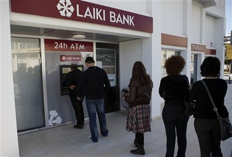 Laiki Bank queue_Cyprus mar-2013