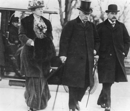 Pierpont Morgan arriving for the Pujo Committee hearings in Washington D.C. with his daughter Louisa and son J. P. Morgan Jr. 1912